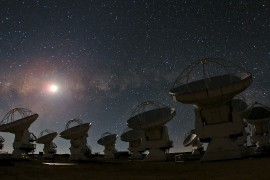 2880px-ALMA_and_a_Starry_Night