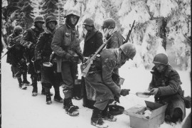 Chow_is_served_to_American_Infantrymen_on_their_way_to_La_Roche,_Belgium._347th_Infantry_Regiment_-_NARA_-_531241.tif